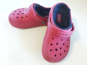 Crocs kids clogs in red with fleece lining