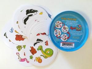 Spot it junior animals edition tin bottom side and cards spread out