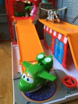 Super Wings Pack N Go New York Playset with characters close up