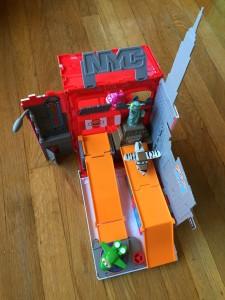 Super wings Pack N Go New York Playset Unfolded