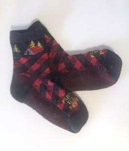 Farm to Feet kids cabin design red and black socks