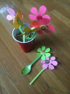 Kid craft ideas paper flowers in disposable cup with beans