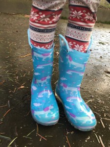 Girl wearing Norty light up rain boots