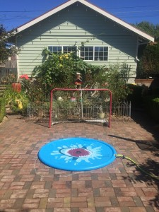 Jasonwell sprinkler play mat splash pad set up on brick patio