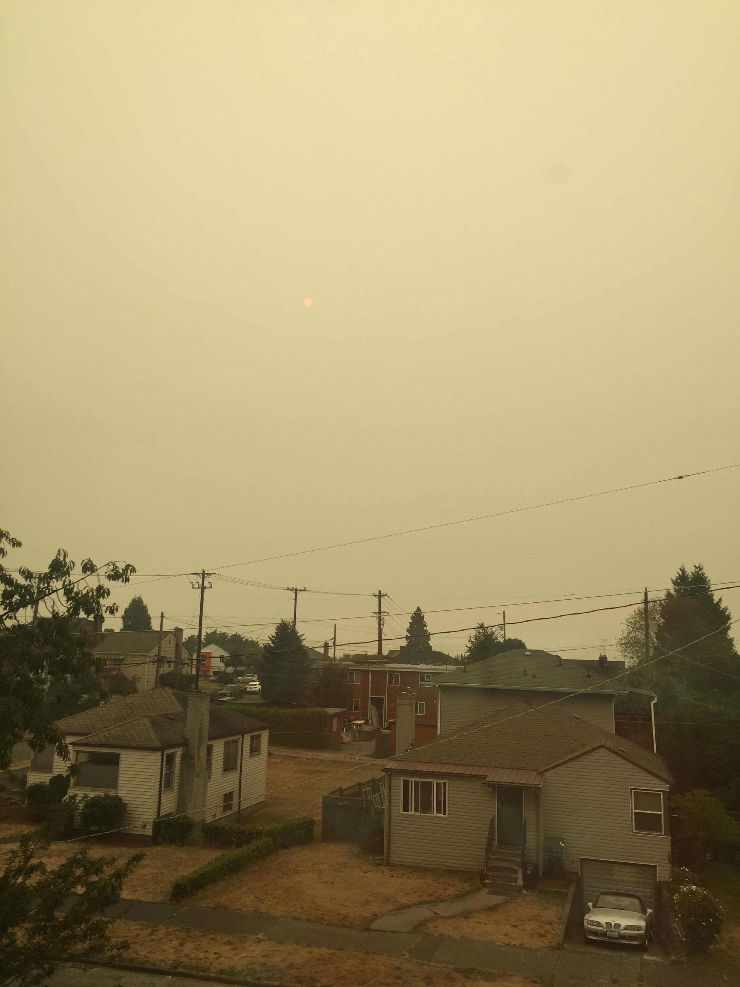 Smoke filled sky pollution air quality from wildfires burning Washington state