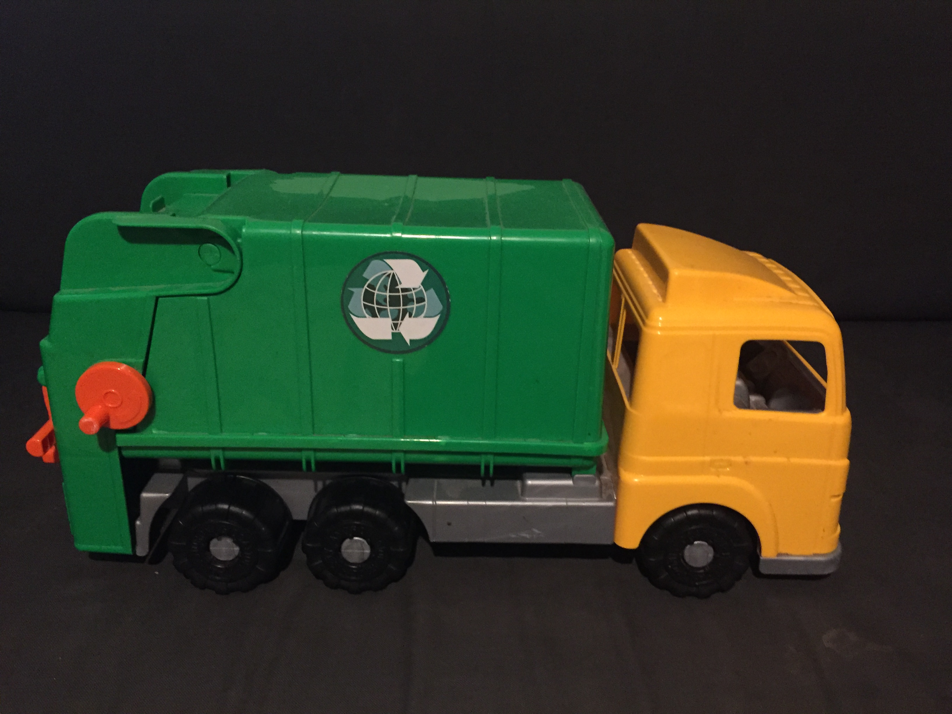 Androni Giacattoli Ecological Garbage Truck toy green recycling truck with yellow cab vehicle kids