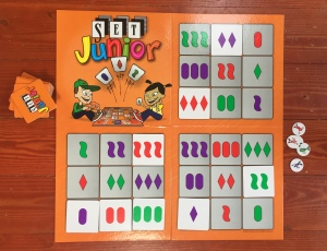 Set Junior board with squares to match tiles
