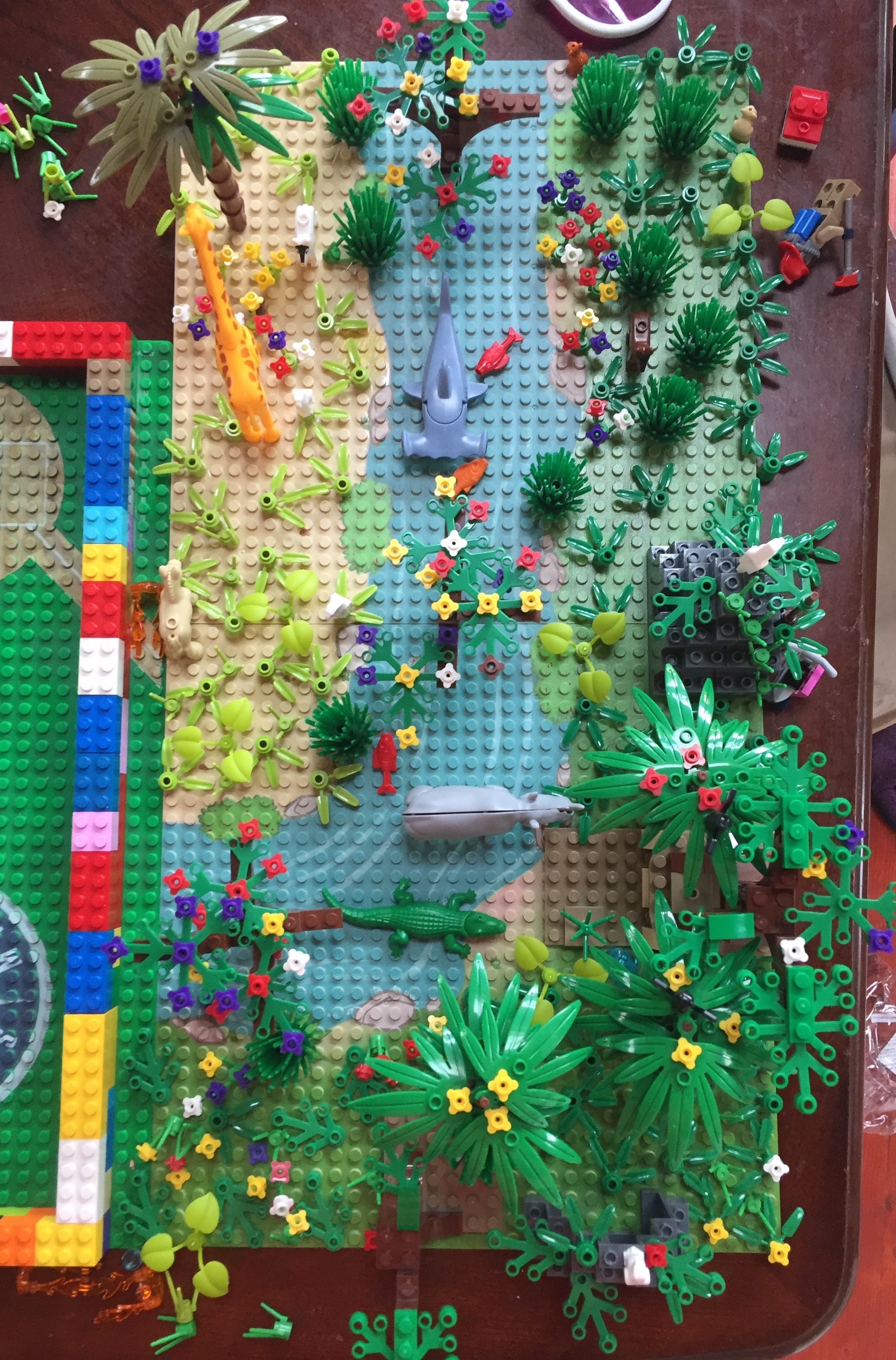 Jungle Forest Garden Park building brick set by Yamix with alligator giraffe rhino parrots and more