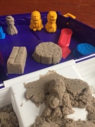 Kinetic Sand Set suitcase carrying case castle building kit