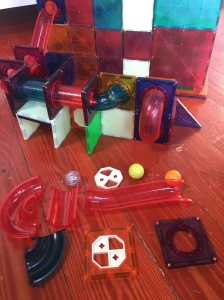 different pieces included in Lukat magnetic tile pipe ball run Magna-Tile set