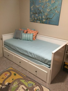 Hemnes convertible daybed in twin mode