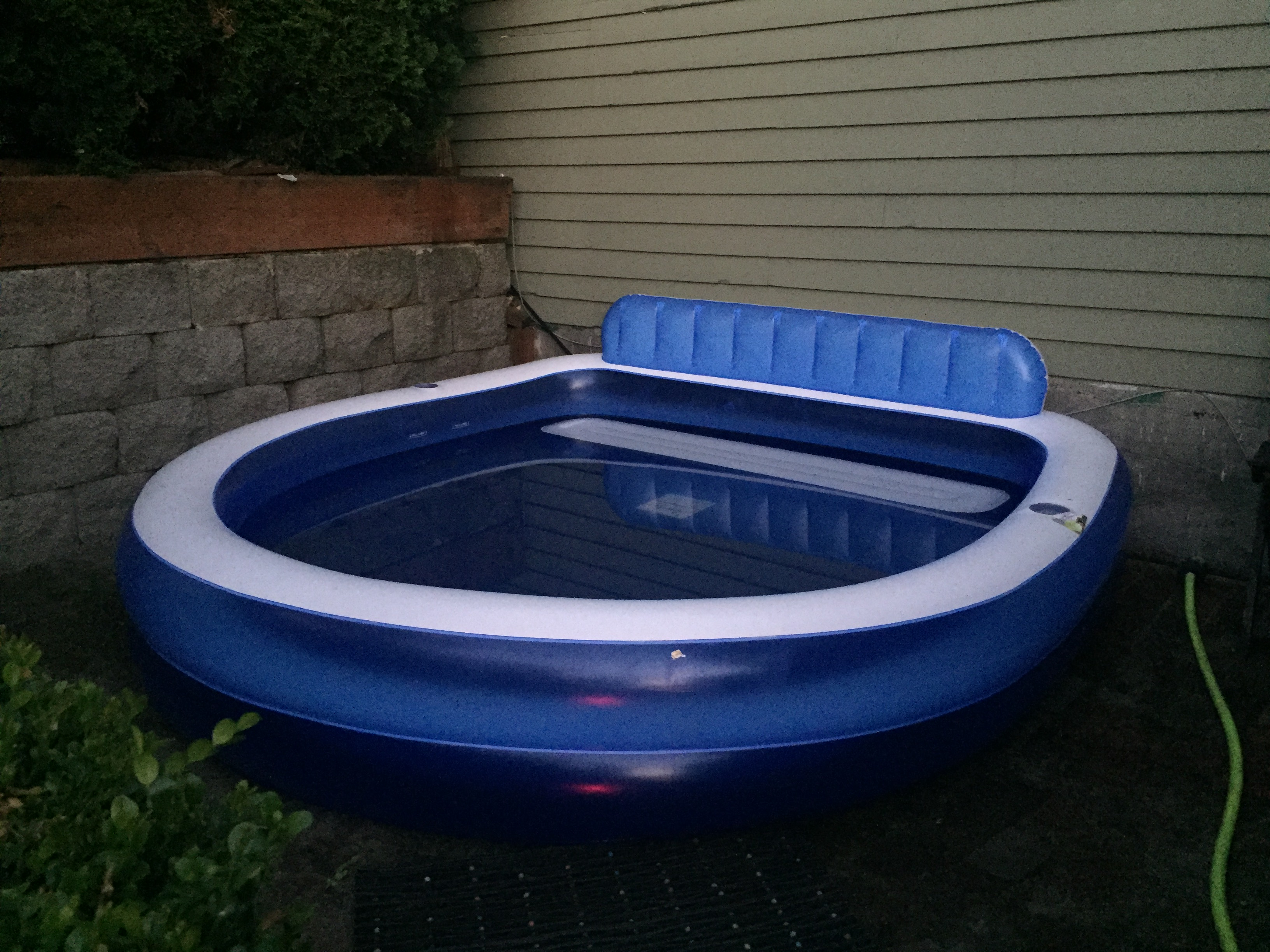 Inflatable splash pool with bench and backrest